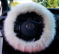 Potah na volant design Fluffy Fur barva bílá - pro volanty o průměru 37-39cm
